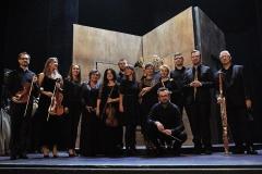 Orkiestra szczecińskiej opery wraz z dyrygentem