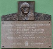 Tablica-portretowa-prof.-Piotra-Zaremby-z-elementami-stylizowanymi-z-elementami-Szczecina-odsłonięta-na-75-rocznicę-przekazania-miasta-olskiej-administracji